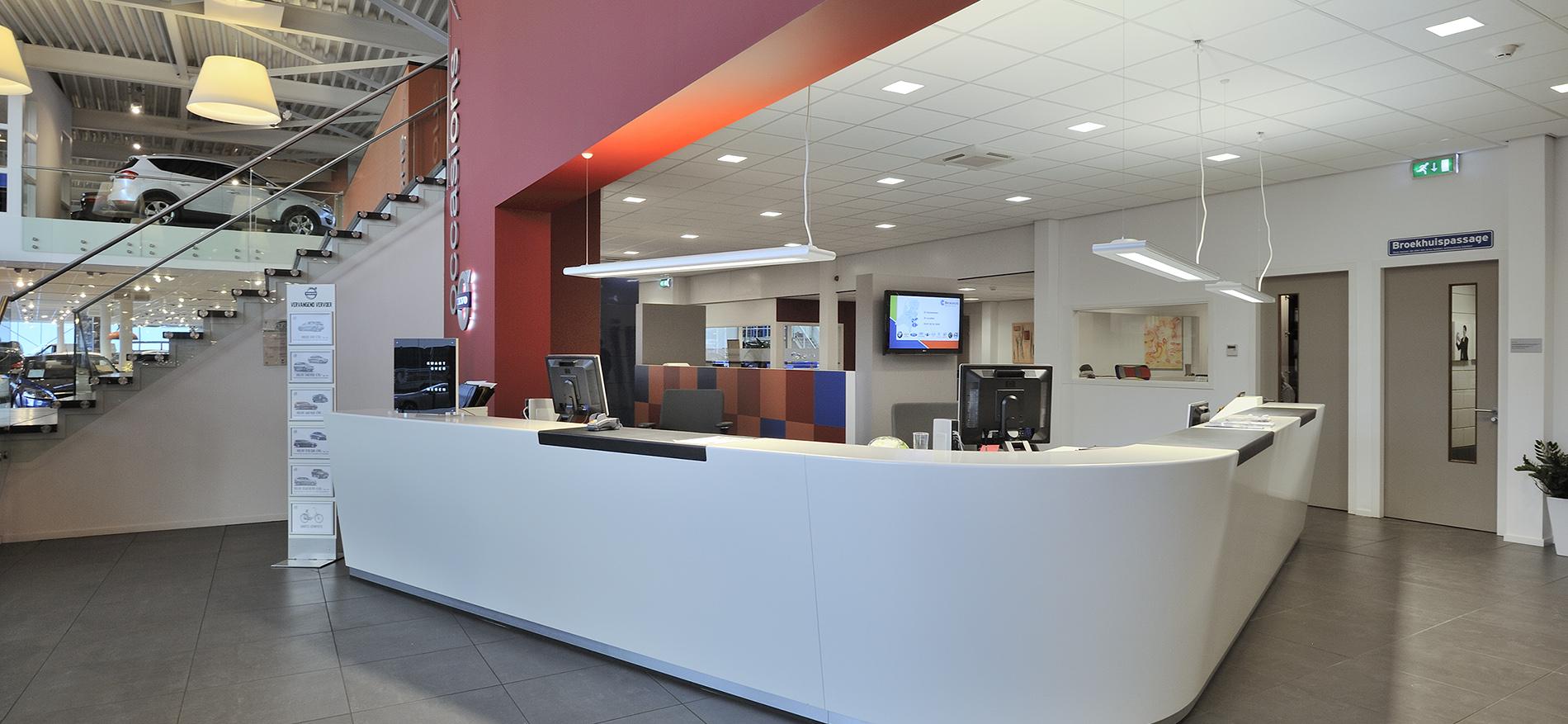 Concept design salle d 39 exposition volvo par wsb for Auto interieur reinigen rotterdam