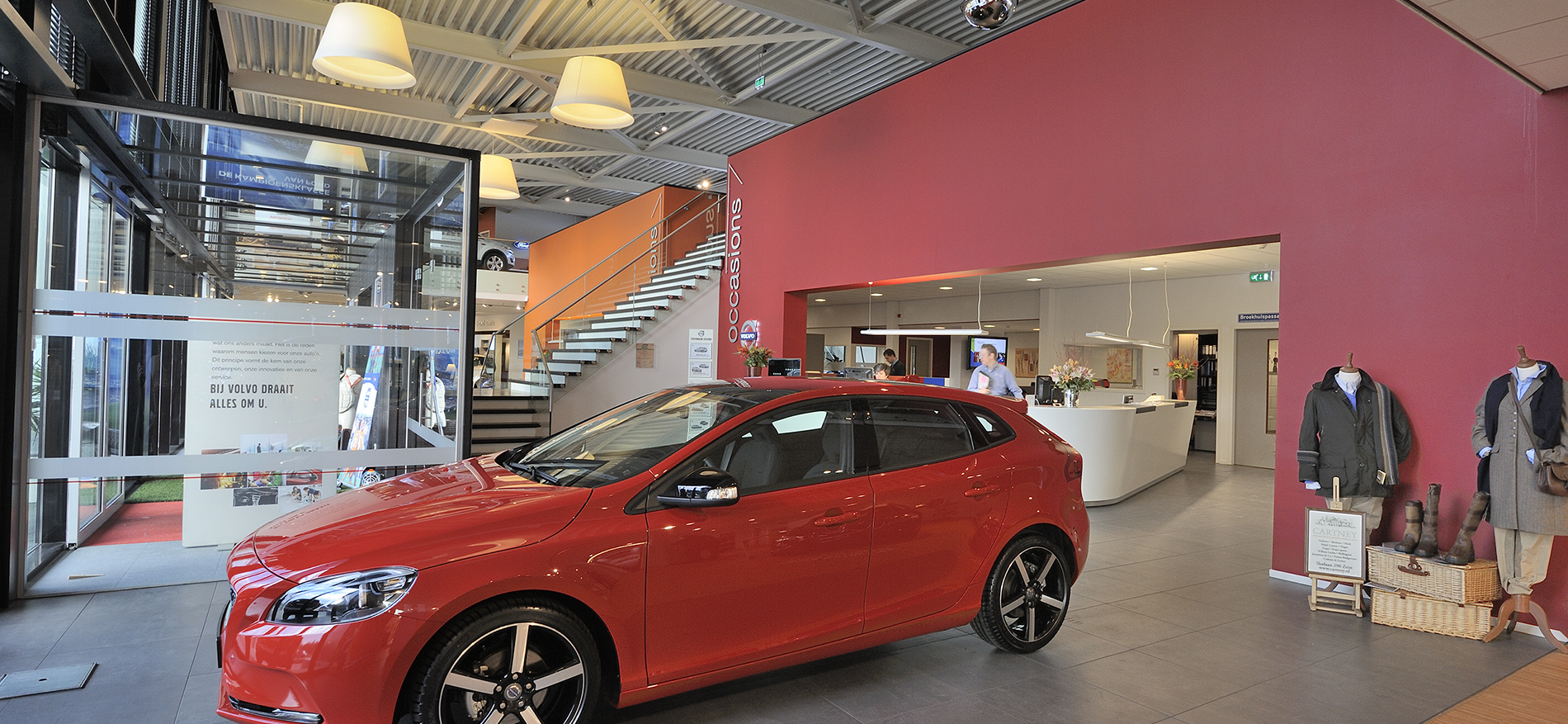Ford broekhuis zeist showroom inrichting door wsb for Interieur bouwer