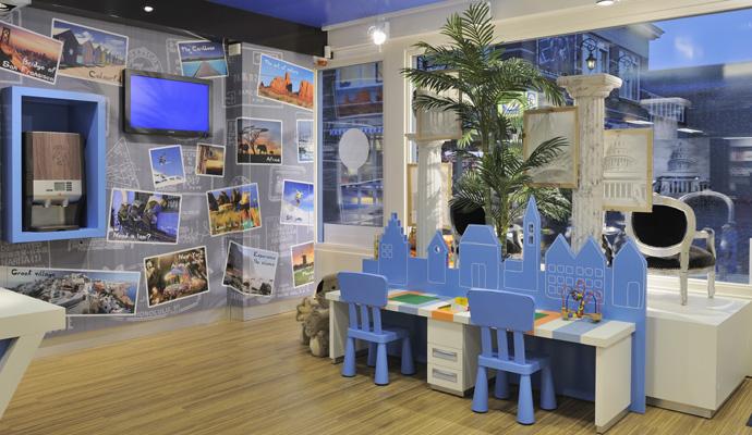 Interieur reisbureau estee bergschenhoek design en for Interior design travel agency