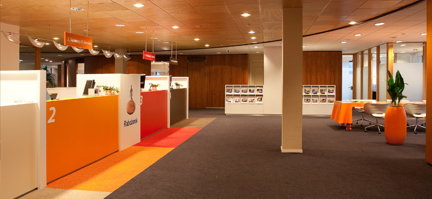 Rabobank top design en inrichting door wsb interieurbouw kijk even naar de tafel - Agencement bureau ontwerp ...