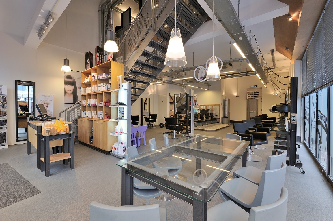 Hairfriends ontwerp interieur kapsalon en interieurbouw for Kapsalon interieur