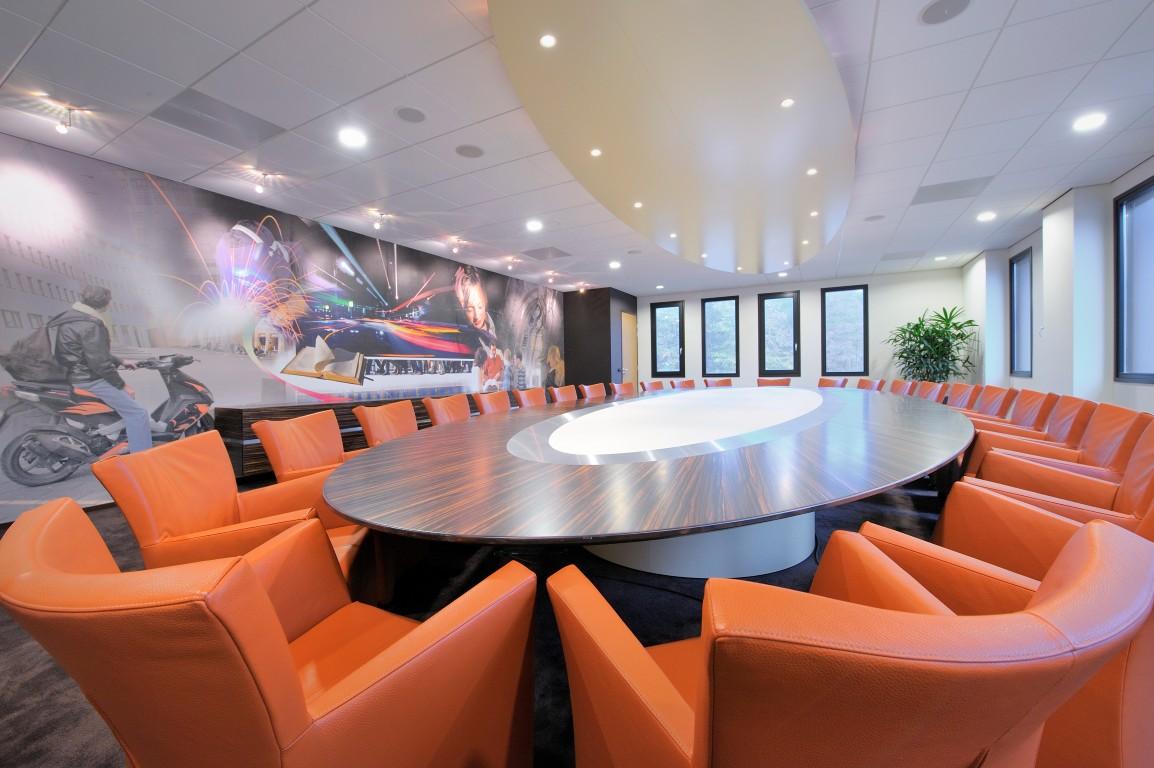Interieur vergaderruimte hoornbeeck college innenarchitektur tagungsraum for Interieur bedrijven