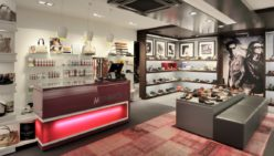 Munnichs Schoenen, NL : Winkelontwerpen en winkelinrichtingen