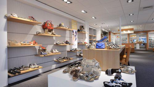Nobach Schoenen, Olst: Inrichting Schoen mode en voetzorg