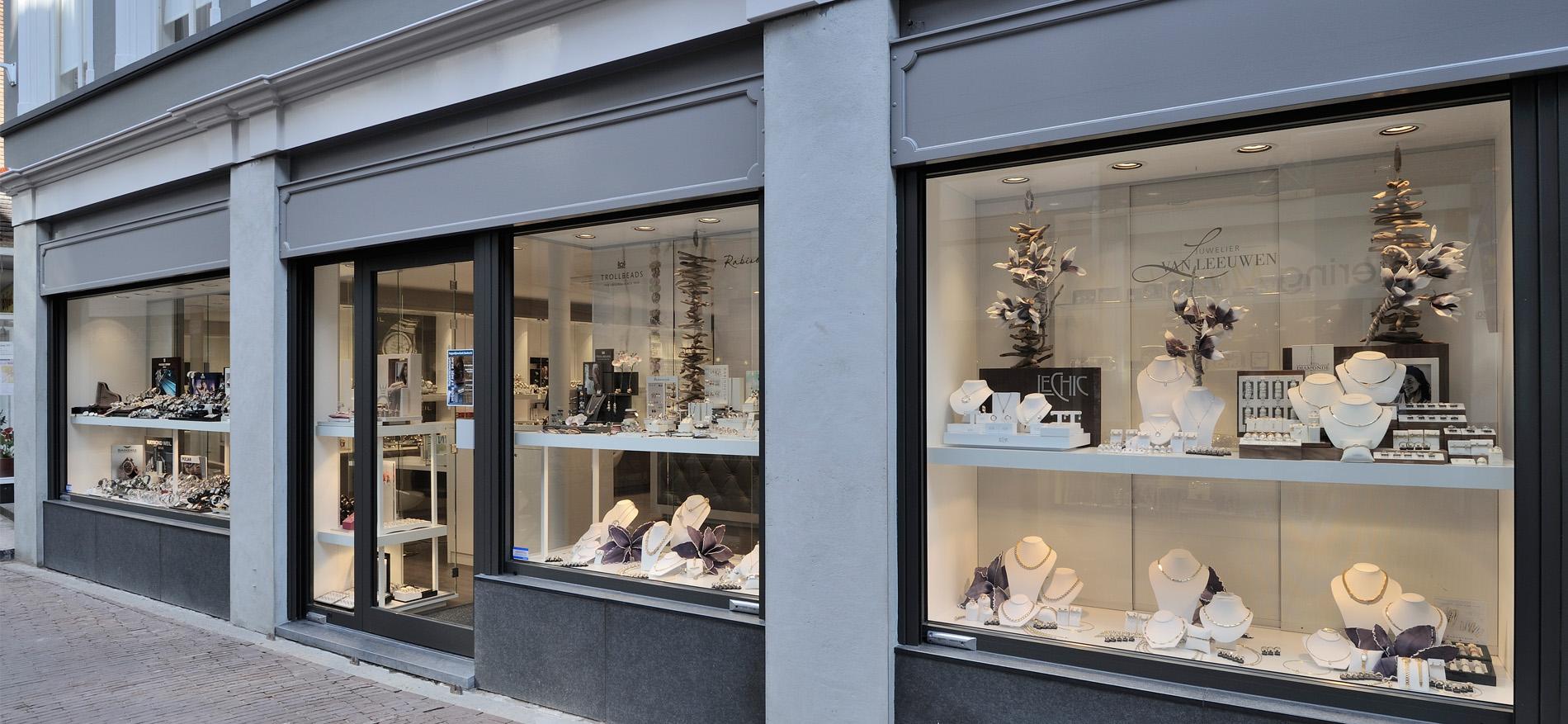 Juwelier van leeuwen dordrecht interieur juwelierszaak for Hanneke koop interieur