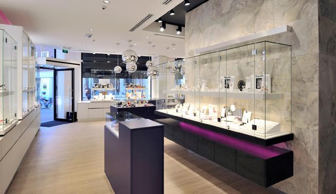 3 wsb interieurbouw juwelier wsb ladenbau schmuck uhren wsb shopconcepts jeweler heleven