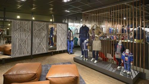 Peter Shop Coevorden > Retail design kledingwinkel door WSB