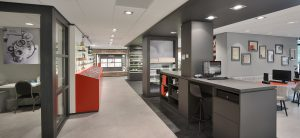 Ontwerp en inrichting door WSB Rénovation de magasin d'optique: LE Romph Opticien