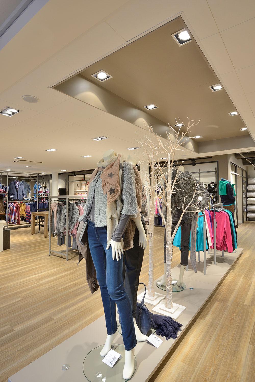 Persbericht interieur kledingwinkel brinkers mode for Intercity kleding