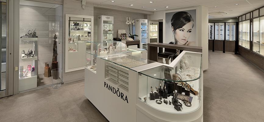 Presse mitteilung einrichtung schmuck bei juwelier reiser for Shop einrichtung