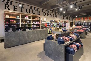 Interieurbouw Retour Jeans - Lelystad  -  Ontwerp WSB Interieurb