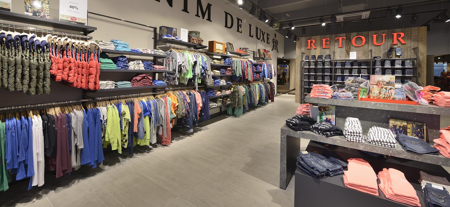 Retour jeans denim de luxe winkel inrichting for Exterieur winkel