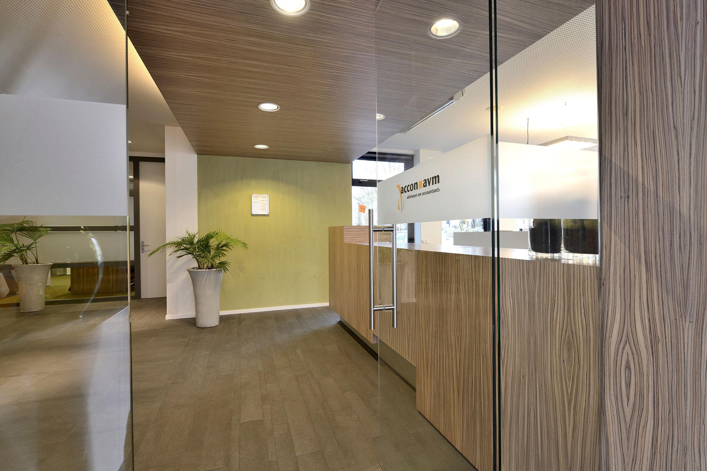 Prachtig ontwerp inrichting accountantskantoor door wsb for Kantoor interieur ideeen