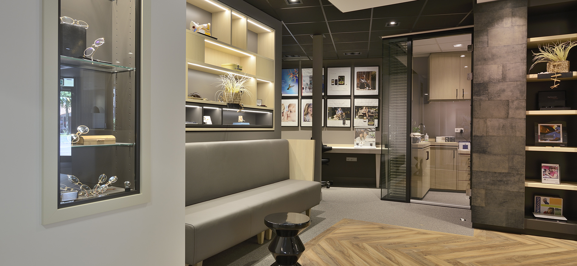 Winkelinrichting audiciens ontwerp interieur hoorwinkel for Kapsalon interieur te koop