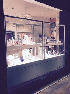 Agencement bijoux pour Soon Luxembourg, Concept de magasin par WSB 3