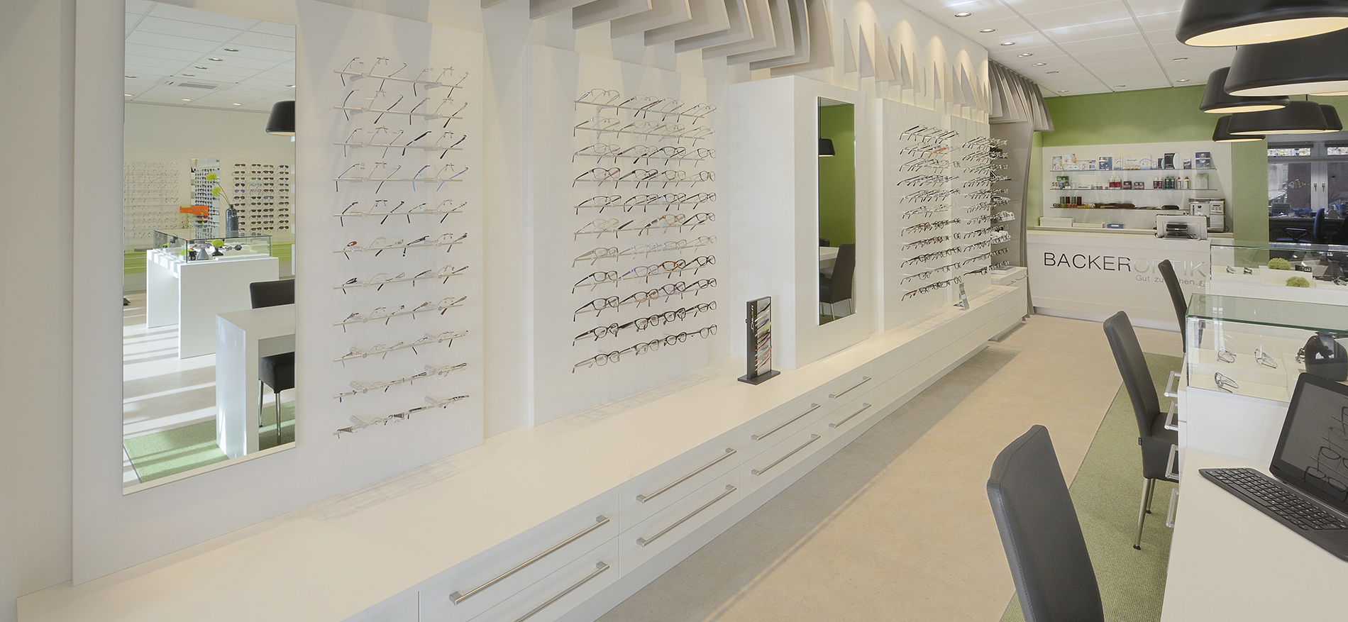 Einrichting Augenoptiker Backer Optik WSB Ladenbau_