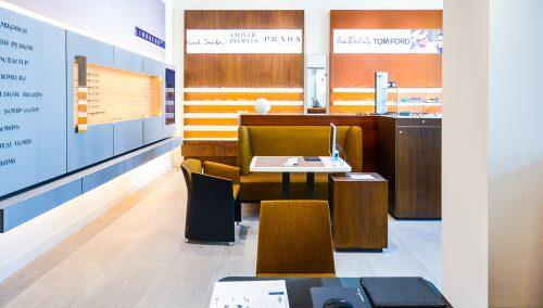 Schmidt Optiek – Amsterdam: Winkelontwerp en winkelinrichting