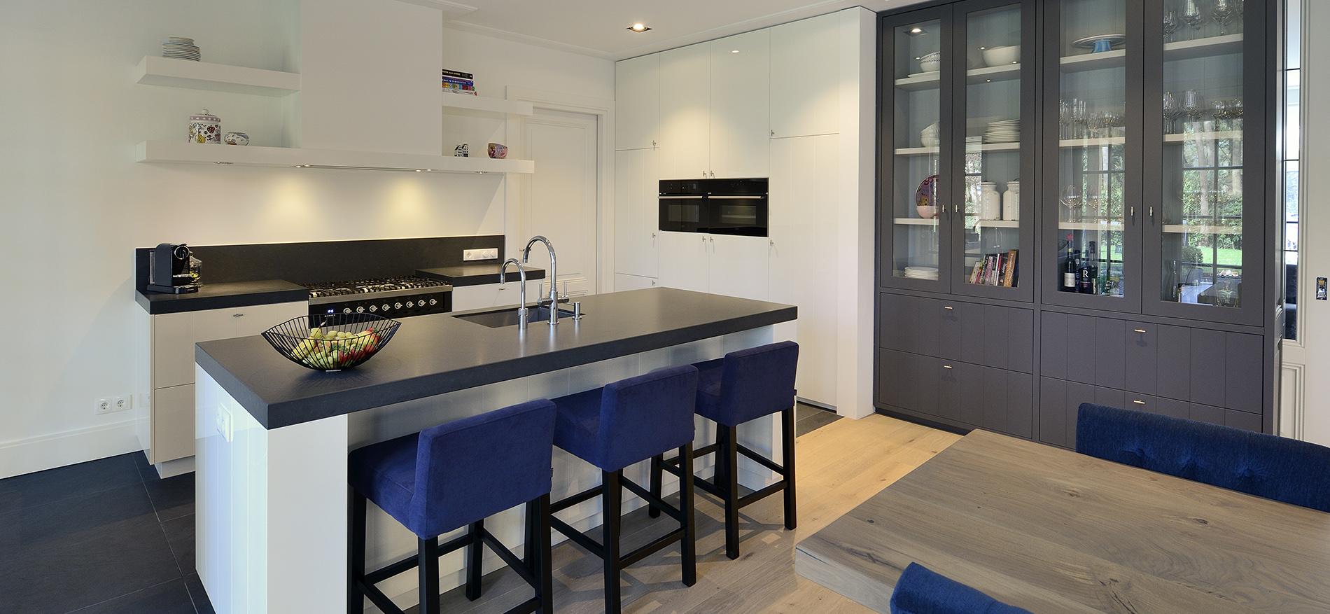 Luxe Keukens Zeist : Interieur rietgedekte villa in Zeist; ontwerp door EVE