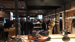 Sneak Preview: Opening Snoeren. Grootste schoenenzaak van NL